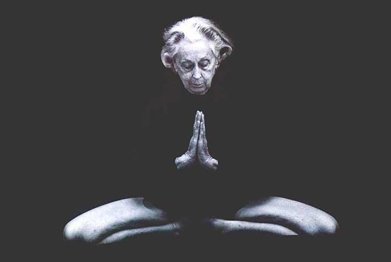 Vanda Scaravelli, yoga, awakening, spine, gravity